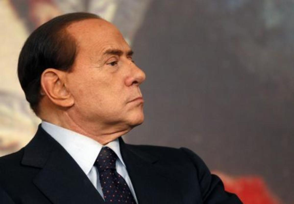 Ο Μπερλουσκόνι θέλει εξεταστική επιτροπή για τη «συνωμοσία» που έριξε την κυβέρνησή του | Newsit.gr