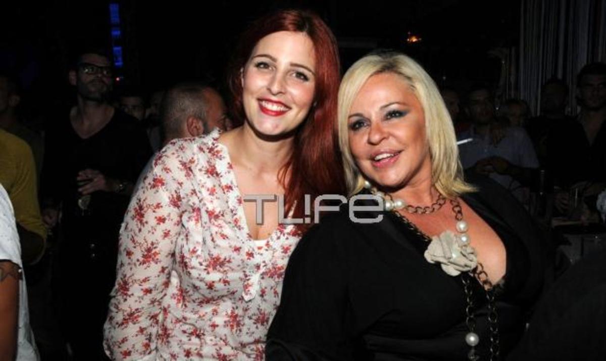 Μπέσυ Αργυράκη: Καμάρωσε στην σκηνή την κόρη της Εβελίνα! | Newsit.gr