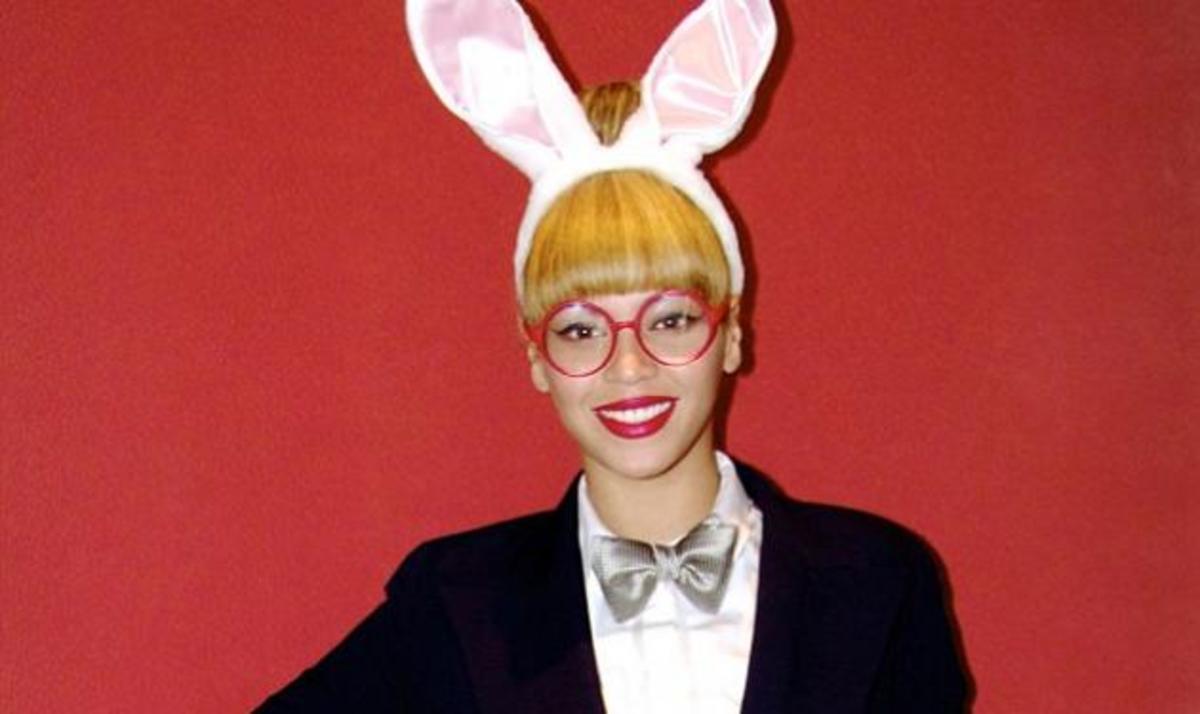 Είναι διάσημη τραγουδίστρια και ντύθηκε λαγουδάκι… Την αναγνώρισες; | Newsit.gr