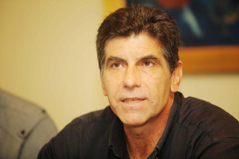 Γιάννης Μπέζος για «Απαράδεκτους»: «Δεν μου αρέσουν τέτοια μνημόσυνα» | Newsit.gr
