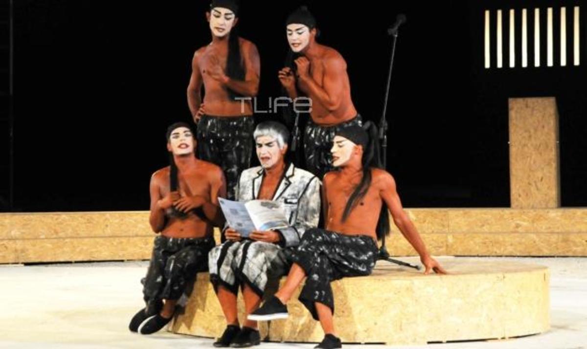 Αποθεώθηκε ο Γ. Μπέζος στο Θέατρο Βράχων! Φωτογραφίες | Newsit.gr