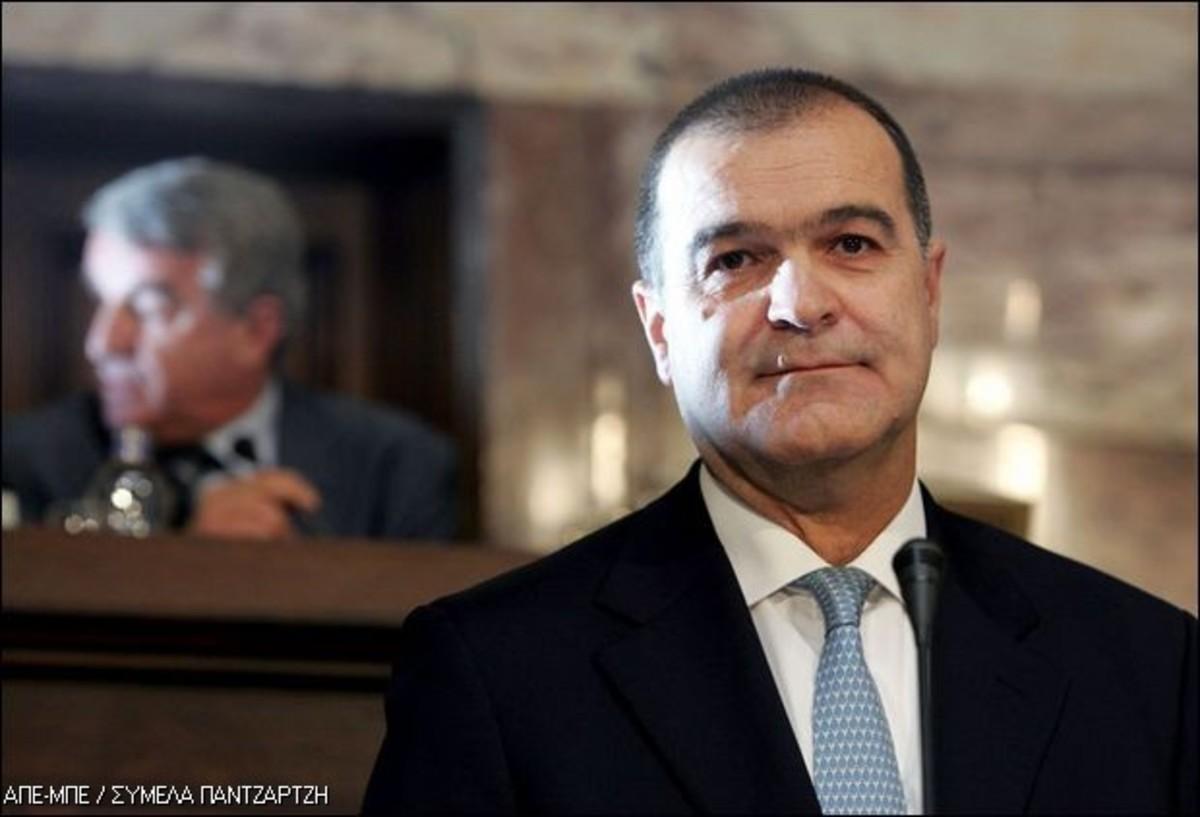 Ο Βγενόπουλος κάνει εξωτερική πολιτική | Newsit.gr