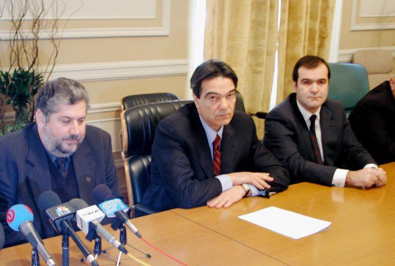 Στα μαχαίρια κυβέρνηση – Βγενόπουλος | Newsit.gr