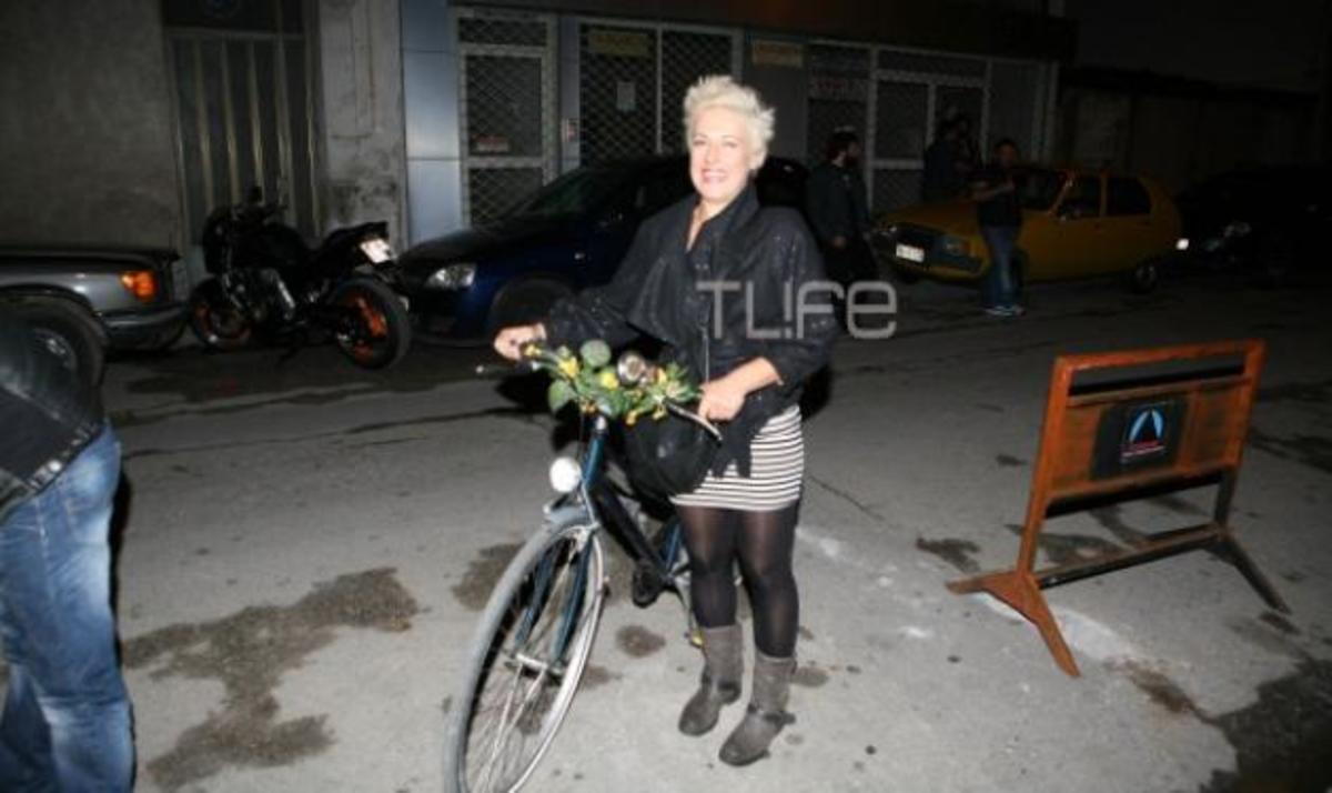 Θ. Αντρούτσου: Στο θέατρο με το ποδήλατο! | Newsit.gr