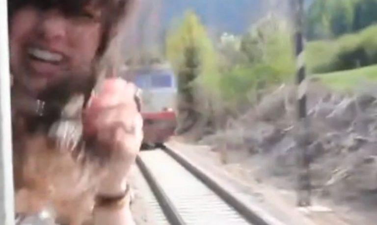 Διερχόμενο τρένο παραλίγο να της κόψει το κεφάλι! – ΒΙΝΤΕΟ | Newsit.gr