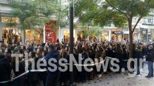 Black Friday: Κόλαση στη Θεσσαλονίκη! Τεράστιες ουρές με δώρο… ένα κραγιόν [pics,vid]