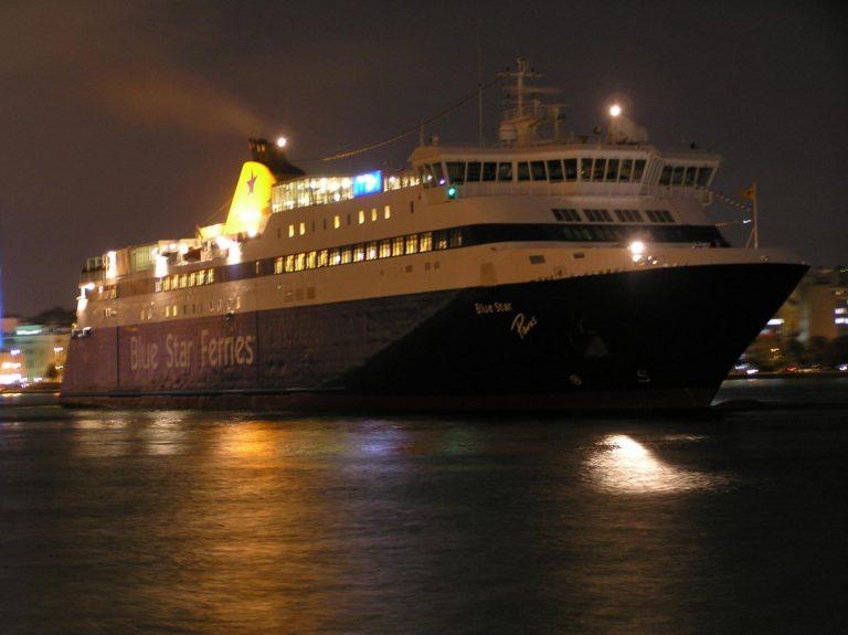 Το πρώτο πλοίο για το 2013 στο λιμάνι του Πειραιά | Newsit.gr