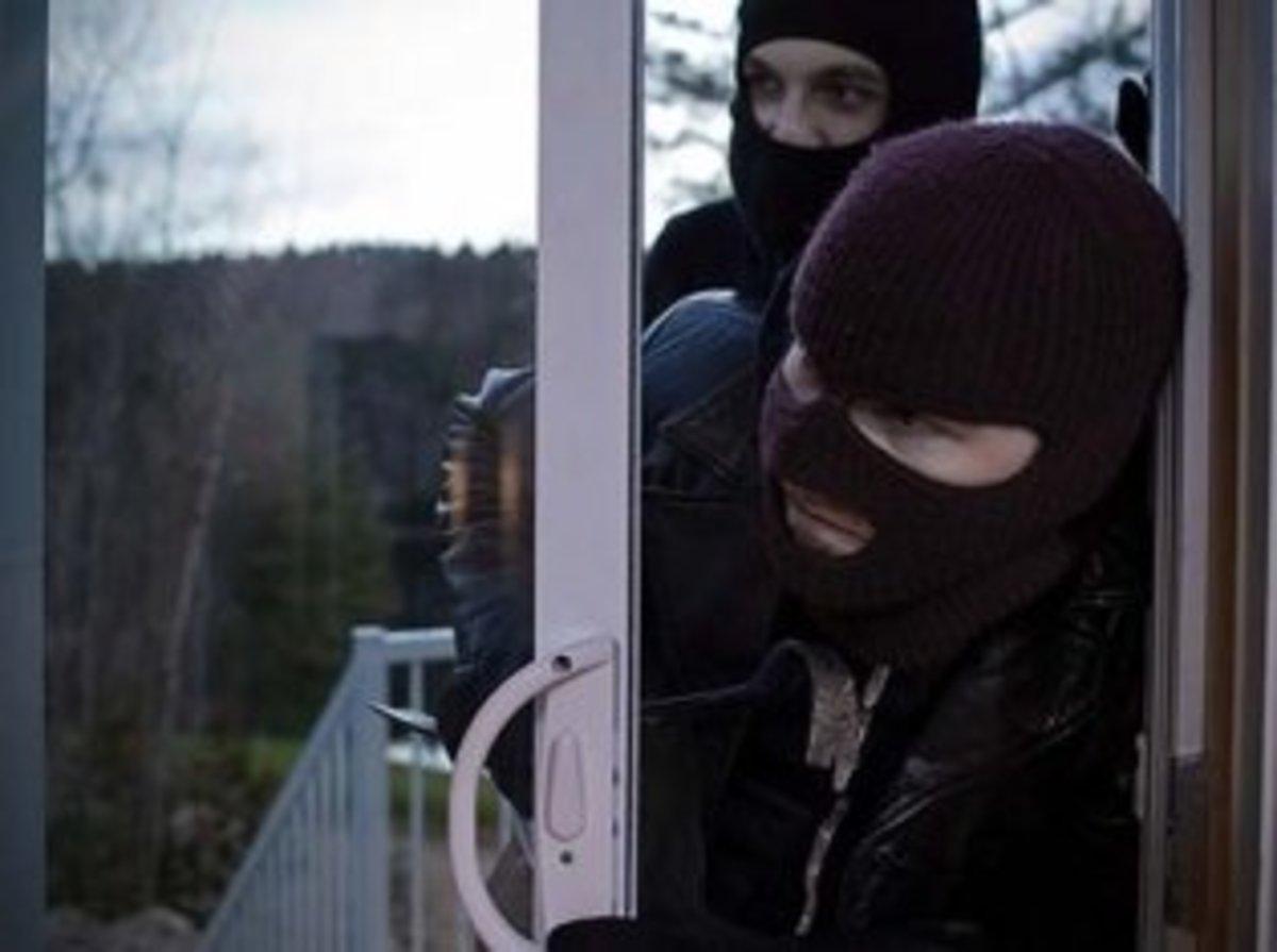 Κρήτη: Σύγχρονοι «Μπόνι και Κλάιντ» – Κατηγορούνται για 17 κλοπές   Newsit.gr
