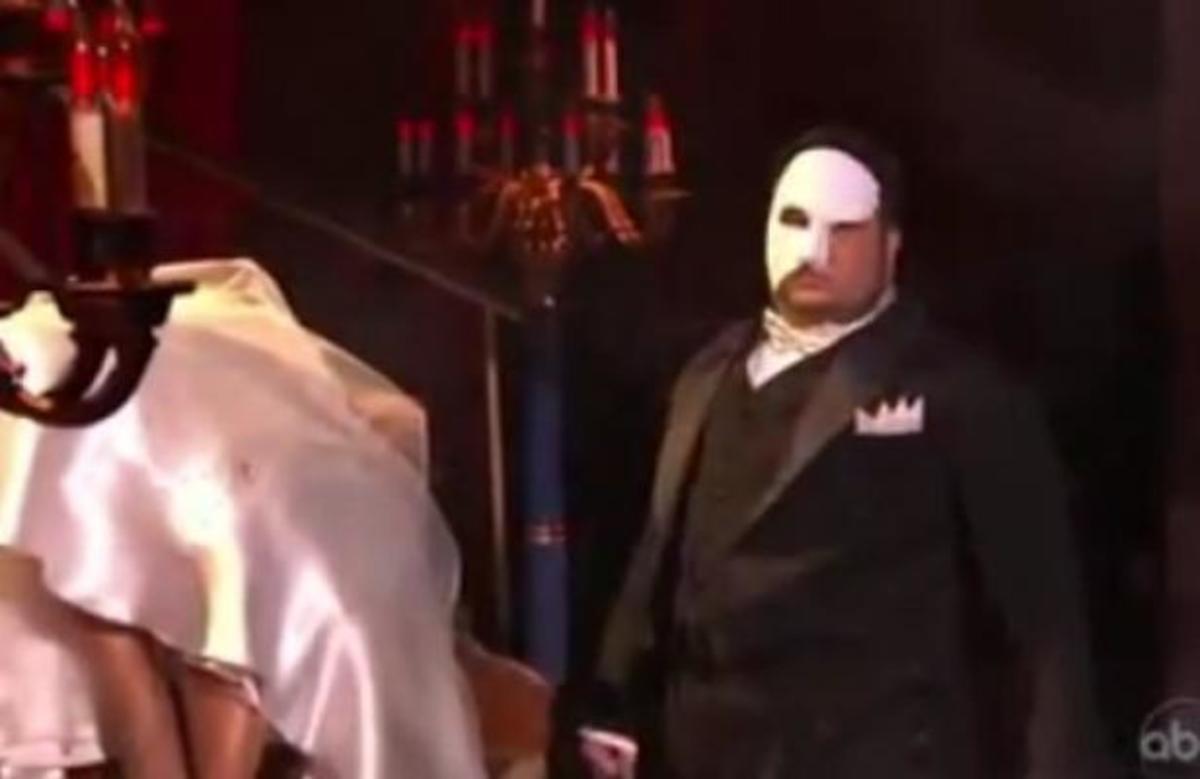 Αποχώρησε ο γιος της Cher από το Dancing ντυμένος… φάντασμα της όπερας! | Newsit.gr