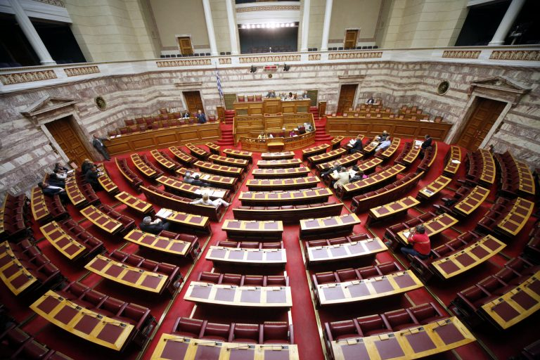 Νέα ρύθμιση για τις οφειλές στα ασφαλιστικά ταμεία – Καταργείται η εισφορά σε ΟΕΚ και ΟΕΕ   Newsit.gr