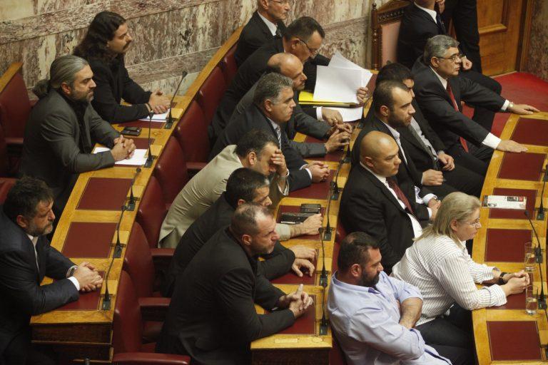 Κόντρες στη Βουλή με τη Χρυσή Αυγή για την κάρτα του Πολίτη | Newsit.gr
