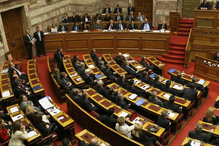 Βαριές κουβέντες στη Βουλή για την οικονομία | Newsit.gr
