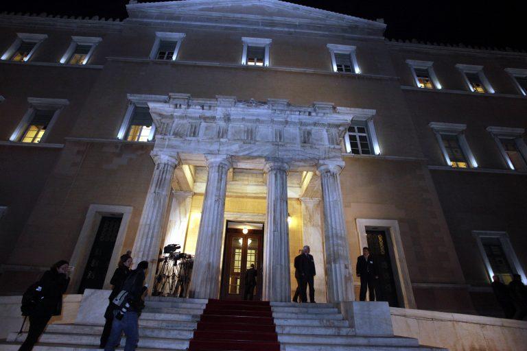 Γιατί άδειασαν τη Βουλή τα ξημερώματα   Newsit.gr
