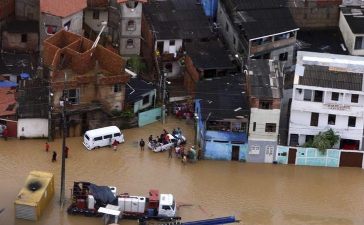 Πνίγηκε το Ρίο! – 50 οι νεκροί | Newsit.gr