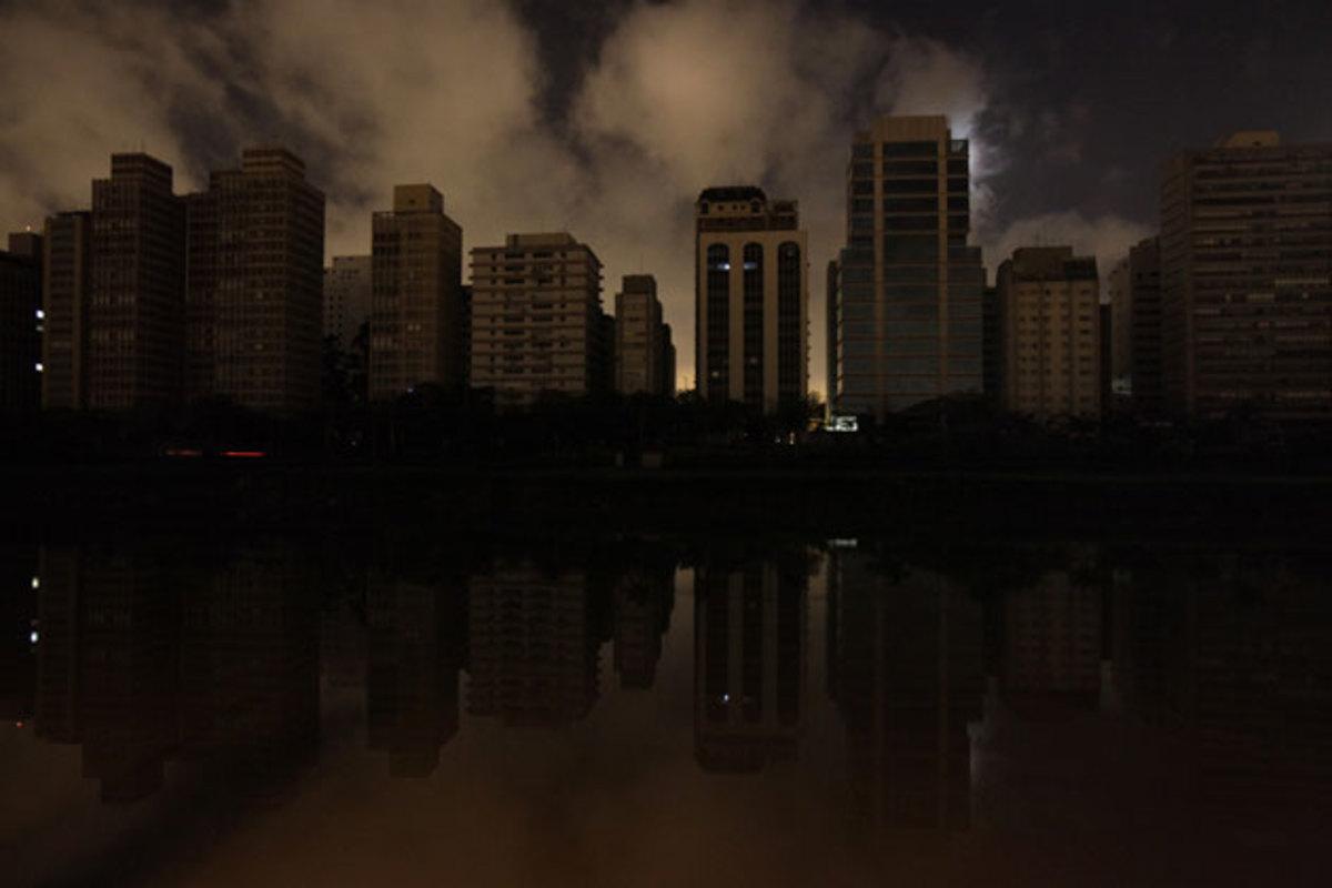Στο σκοτάδι βυθίστηκε η μισή Βραζιλία | Newsit.gr