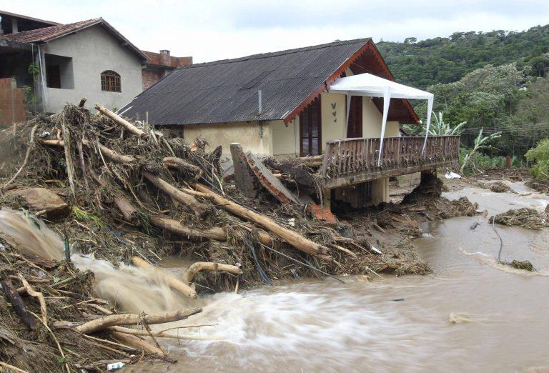 Βιβλική καταστροφή στη Βραζιλία – Σώθηκε βρέφος 6 μηνών, συγκλονιστικά βίντεο και φωτογραφίες   Newsit.gr