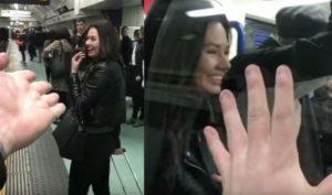 Χωρίζει με μία άγνωστη και γελάει όλο το μετρό [vid]