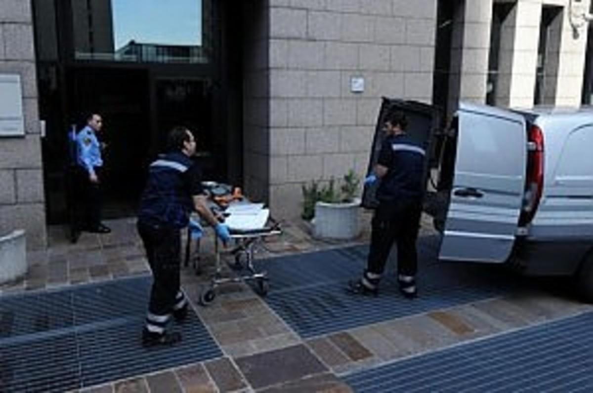 Πέταξε τα 2 του παιδιά από το παράθυρο και αυτοκτόνησε!   Newsit.gr