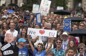 Πέφτει σε τέλμα η οικονομία στη Βρετανία μετά το Brexit