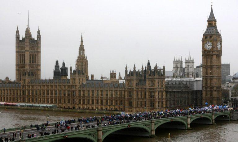 600.000 θέσεις στο Δημόσιο θα περικοπούν στη Μ. Βρετανία | Newsit.gr