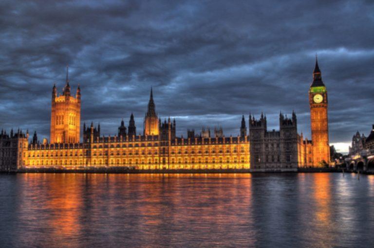 Οι πλούσιοι Βρετανοί εγκαταλείπουν την χώρα! | Newsit.gr