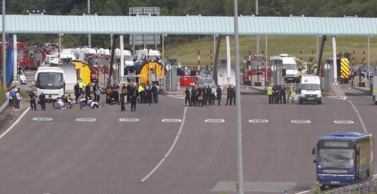 Συναγερμός στη Βρετανία για τρομοκρατικό χτύπημα σε λεωφορείο | Newsit.gr