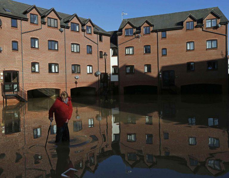 Δυο οι νεκροί από τις πλημμύρες στη Βρετανία | Newsit.gr
