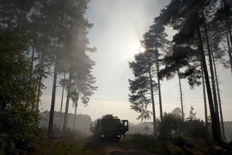 Φωτιές παντού στη Βρετανία – Κινδυνεύει βασιλική κατοικία στη Σκωτία | Newsit.gr