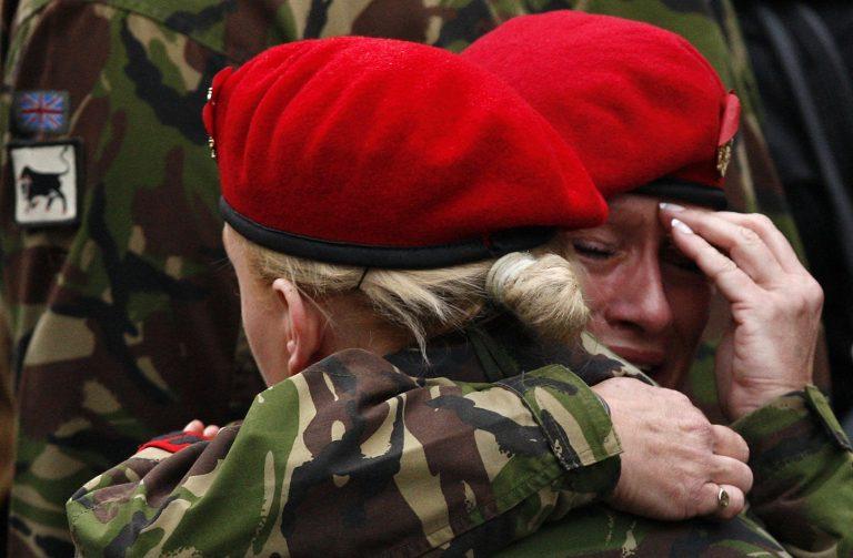 Βρετανία: Οργή για τους γραφιάδες του Εθν. Αμυνας | Newsit.gr
