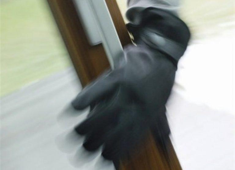 Μπήκαν στο σπίτι του, τον χτύπησαν και τον λήστεψαν | Newsit.gr