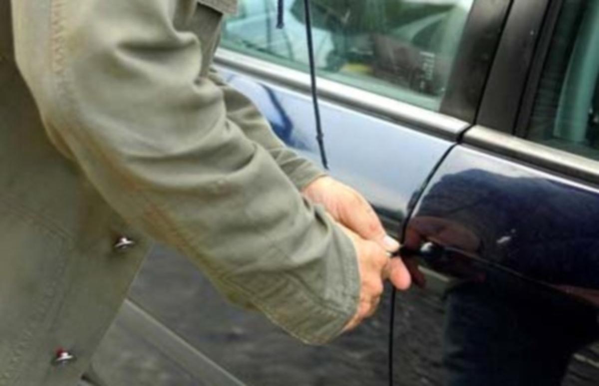 17χρονος «άνοιγε» αυτοκίνητα | Newsit.gr