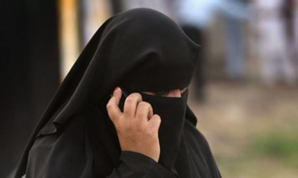 Γαλλία: Δεν έχει νομική βάση η απαγόρευση της μπούρκα | Newsit.gr