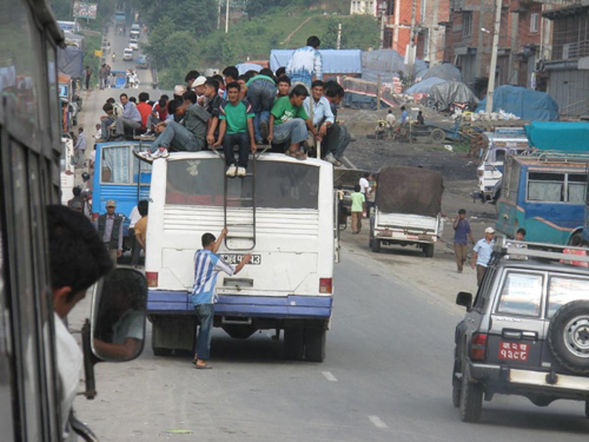 Νεπάλ – Πτώση λεωφορείου σε ποταμό, 30 νεκροί | Newsit.gr