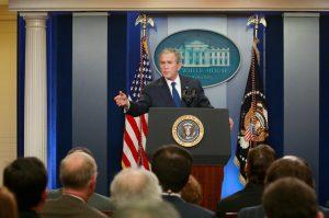 """Ακόμα και ο Τζορτζ Μπους """"κράζει"""" τον Τραμπ για τις επιθέσεις στα ΜΜΕ"""