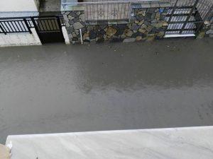 Καιρός: Πλημμύρες στη Λήμνο – Σοβαρά προβλήματα στη Μύρινα [pics, vid]