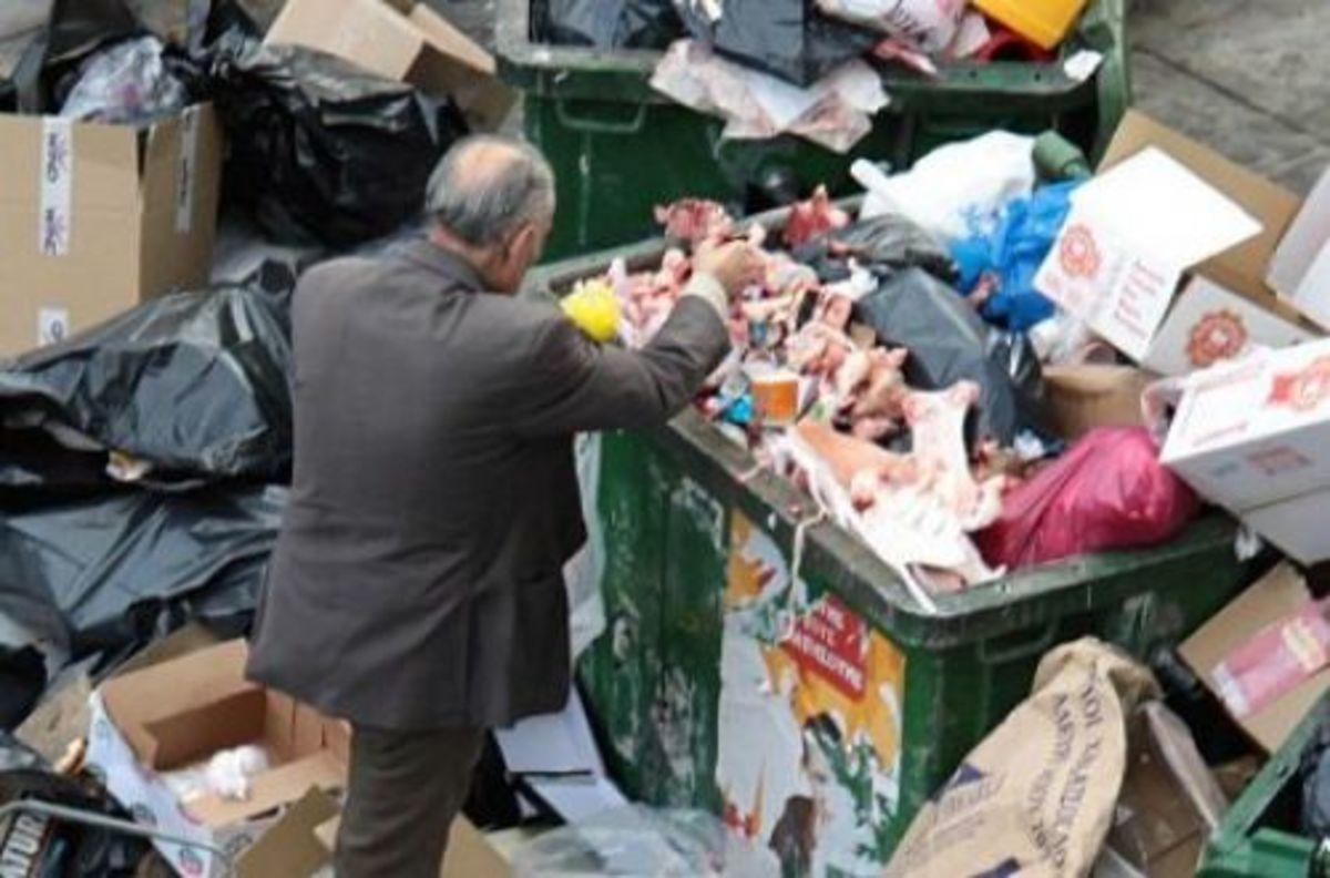 Κρήτη: Γνωστοί Ηρακλειώτες ψάχνουν φαγητό στα σκουπίδια! | Newsit.gr