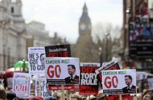 Panama Papers: Ο Κάμερον κάνει αυτοκριτική και χιλιάδες Λονδρέζοι ζητούν το «κεφάλι του»! (ΦΩΤΟ)