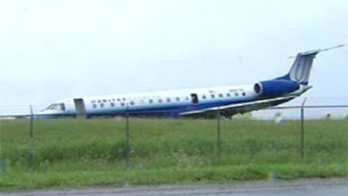 Αεροσκάφος γλίστρησε στον δίαυλο – Τραυματίστηκαν μόνο οι πιλότοι | Newsit.gr