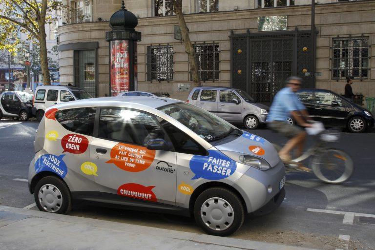 Βάλτε το στην πρίζα και πατήστε γκάζι! Βόλτα στο Παρίσι με ηλεκτρικό αυτοκίνητο   Newsit.gr