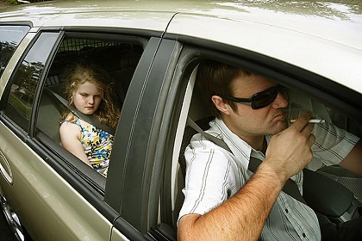 Έως 3.000 ευρώ πρόστιμο και αφαίρεση διπλώματος για όποιον καπνίζει στο αυτοκίνητο | Newsit.gr