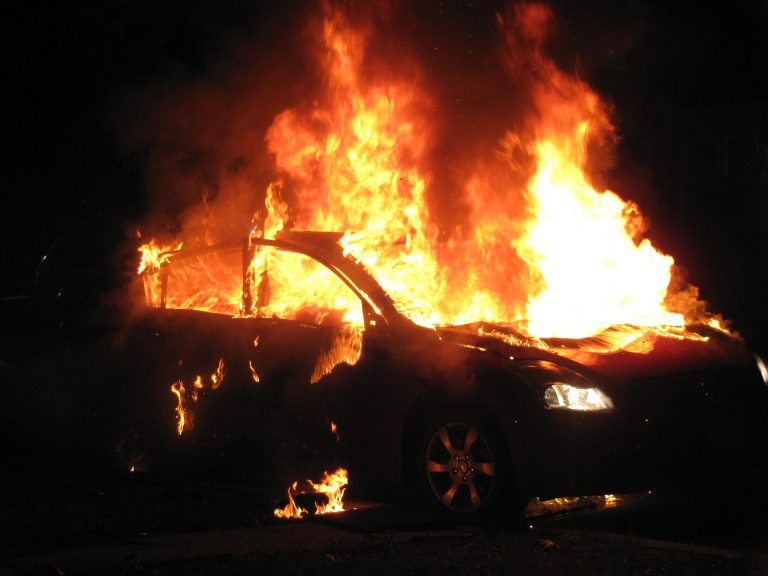 Τους τύλιξαν οι φλόγες στα καλά καθούμενα!   Newsit.gr