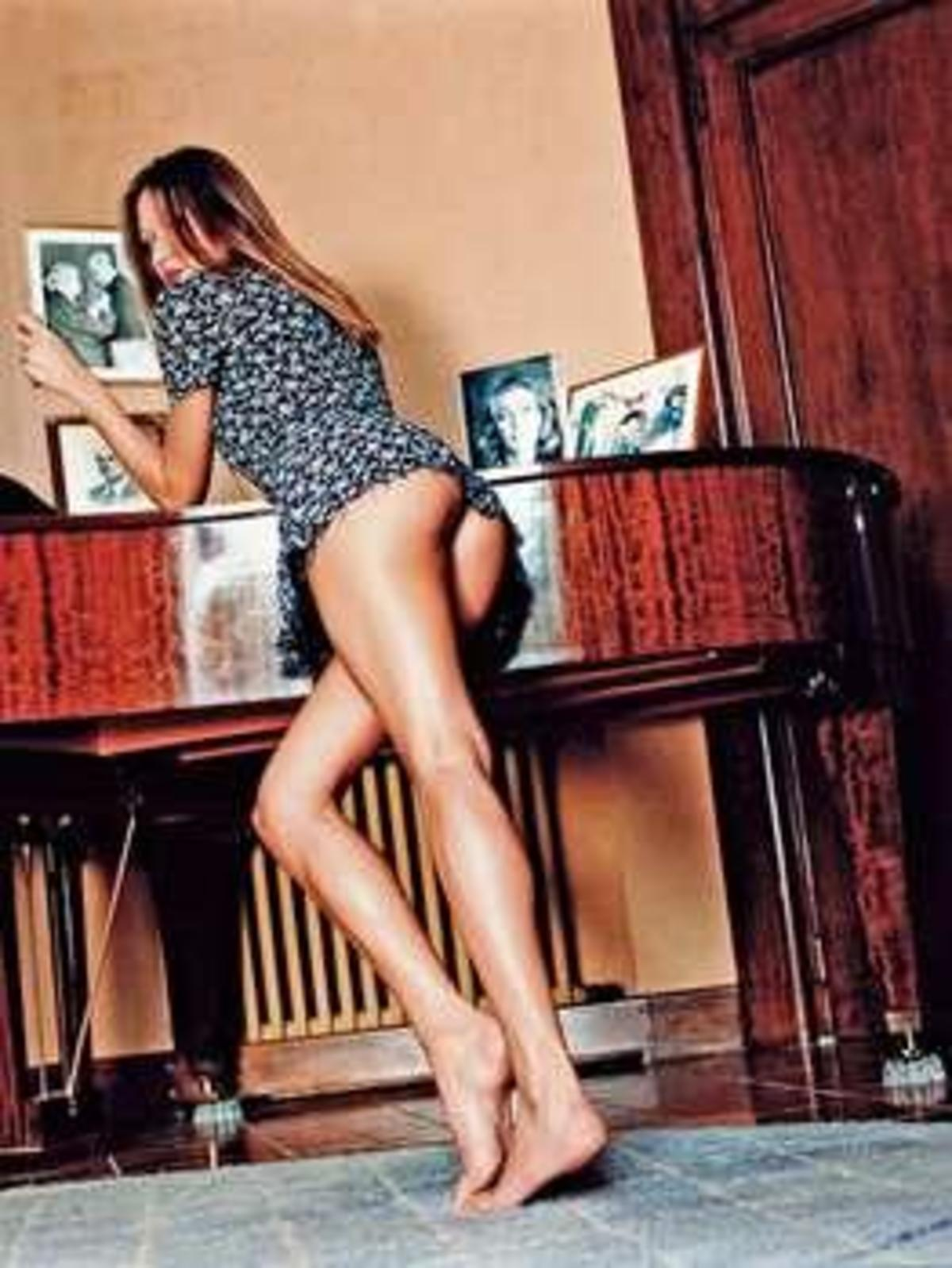 Σε δημοπρασία γυμνή φωτογραφία της Carla Bruni!   Newsit.gr