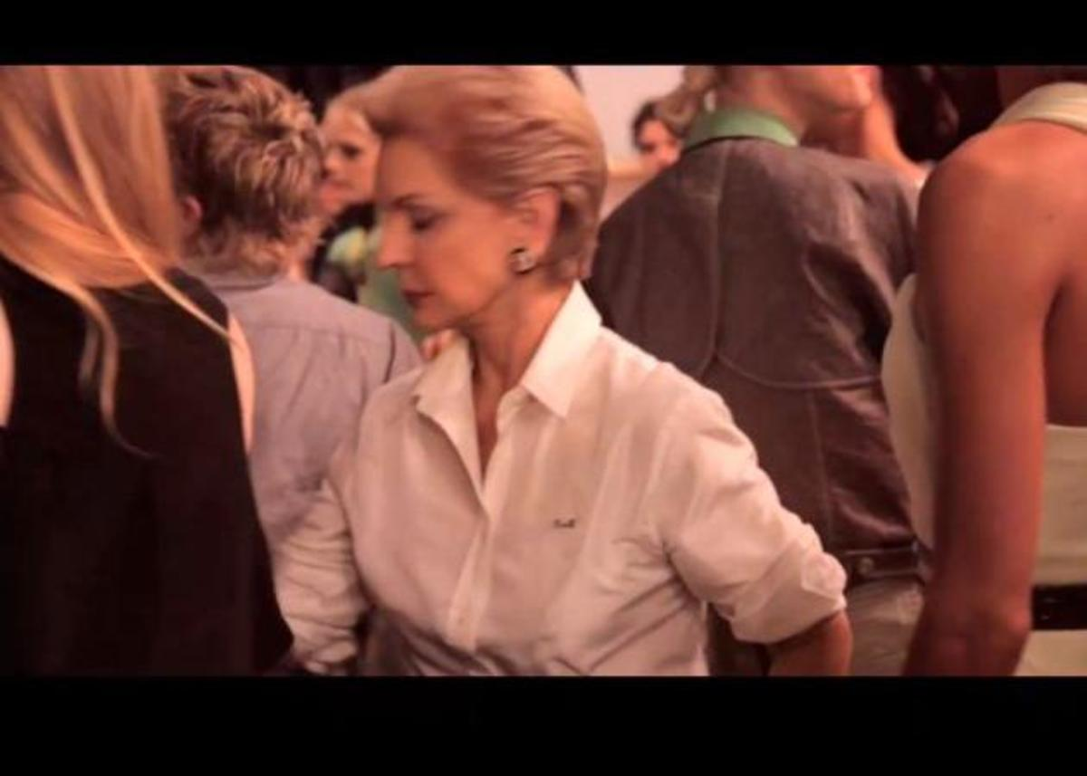 H Carolina Herrera δημιουργεί ένα βίντεο αφιερωμένο στο λευκό πουκάμισο! | Newsit.gr