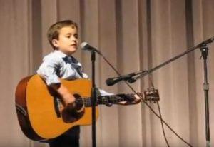Όλοι υποκλίθηκαν στο ταλέντο αυτού του 7χρονου! [vid]