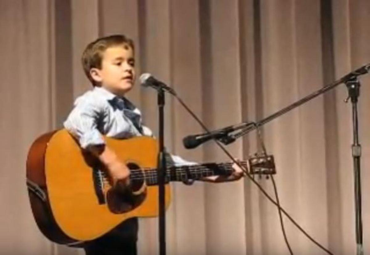 Όλοι υποκλίθηκαν στο ταλέντο αυτού του 7χρονου! [vid] | Newsit.gr