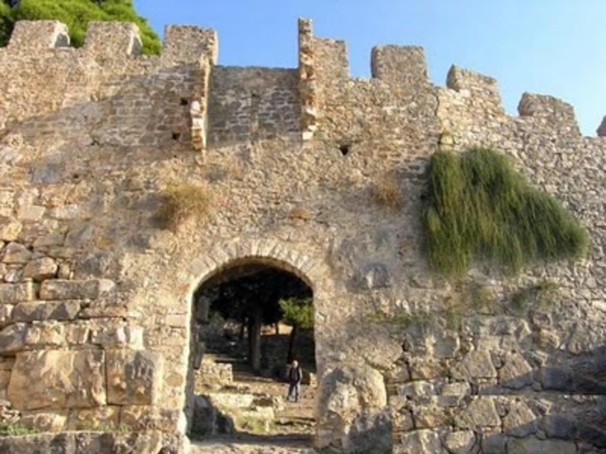Ναύπακτος: Έδωσαν άδεια στον μοναδικό φύλακα και έκλεισε το κάστρο! | Newsit.gr