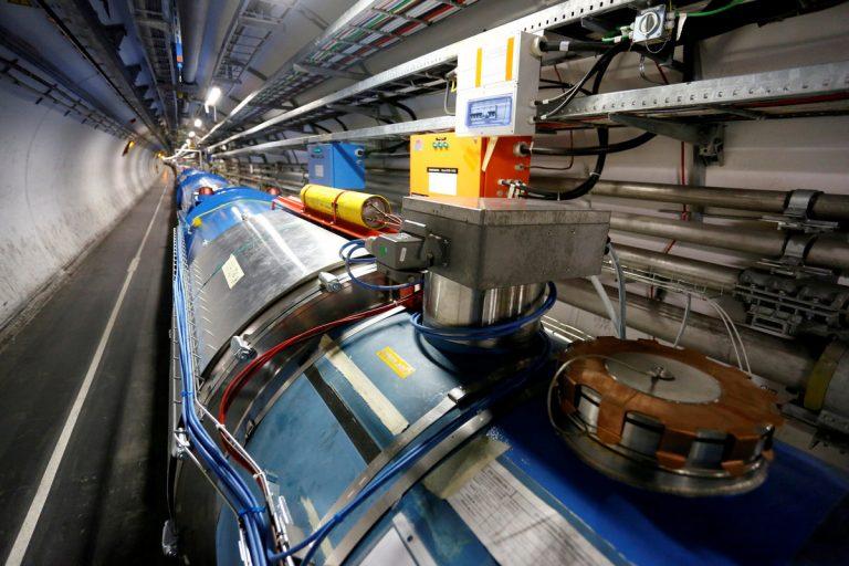 Ανακαλύφθηκαν πέντε νέα υποατομικά σωματίδια στο CERN   Newsit.gr