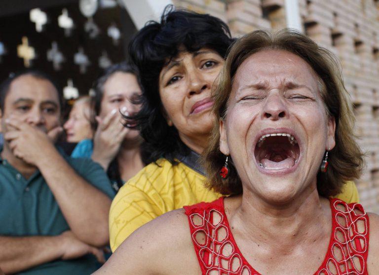 Χιλιάδες στους δρόμους, θρηνούν τον Τσάβες | Newsit.gr