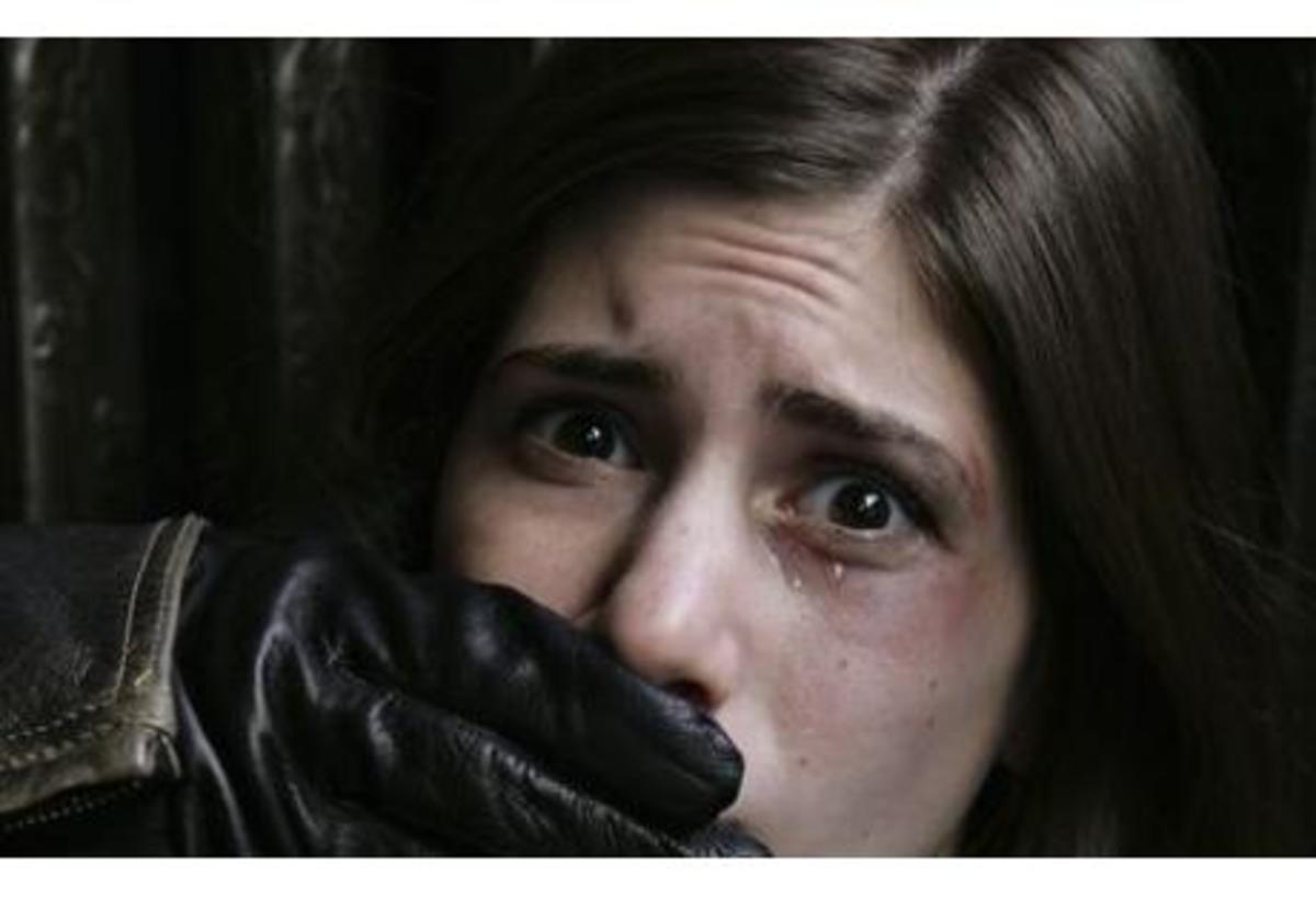 Αχαϊα:Τους έβλεπε δεμένος σε δέντρο να βιάζουν την κοπέλα του! | Newsit.gr