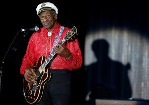 """Πέθανε ο Chuck Berry! Ο """"πατέρας"""" της ροκ εν ρολ που την έπλασε και άλλαξε την ιστορία της"""